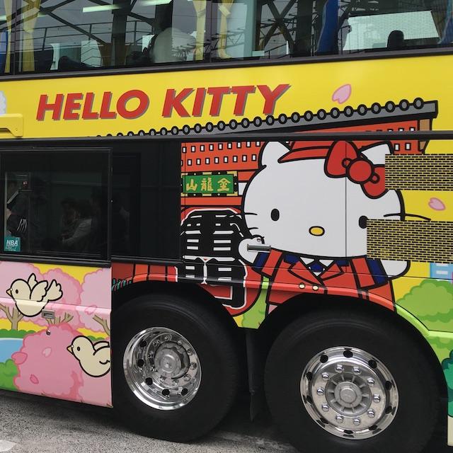 キティー柄のはとバス