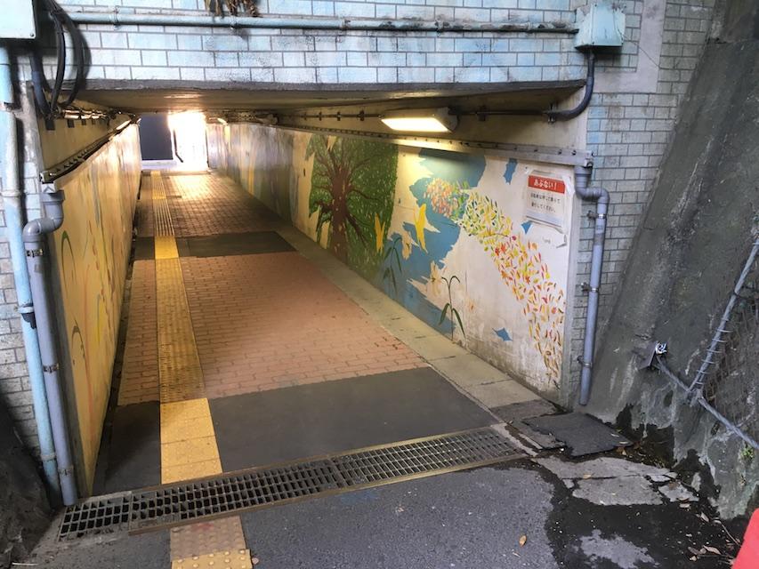 八景駅通路