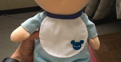 おしゃべりする赤ちゃん人形