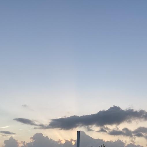 朝日が昇る